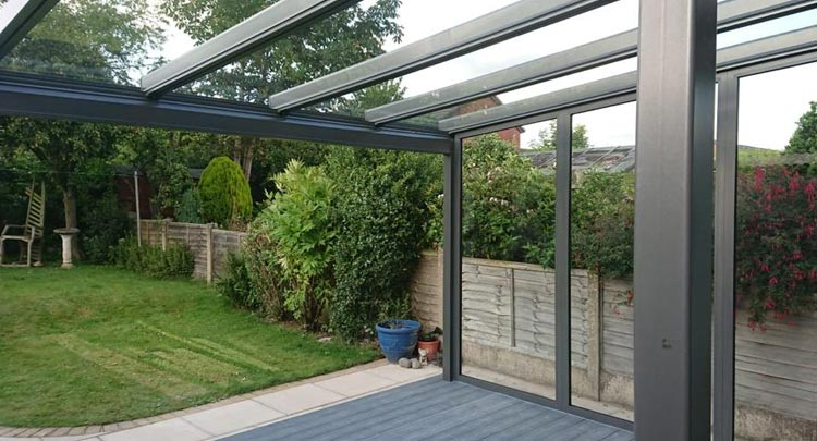 Glass veranda with fixed glass side